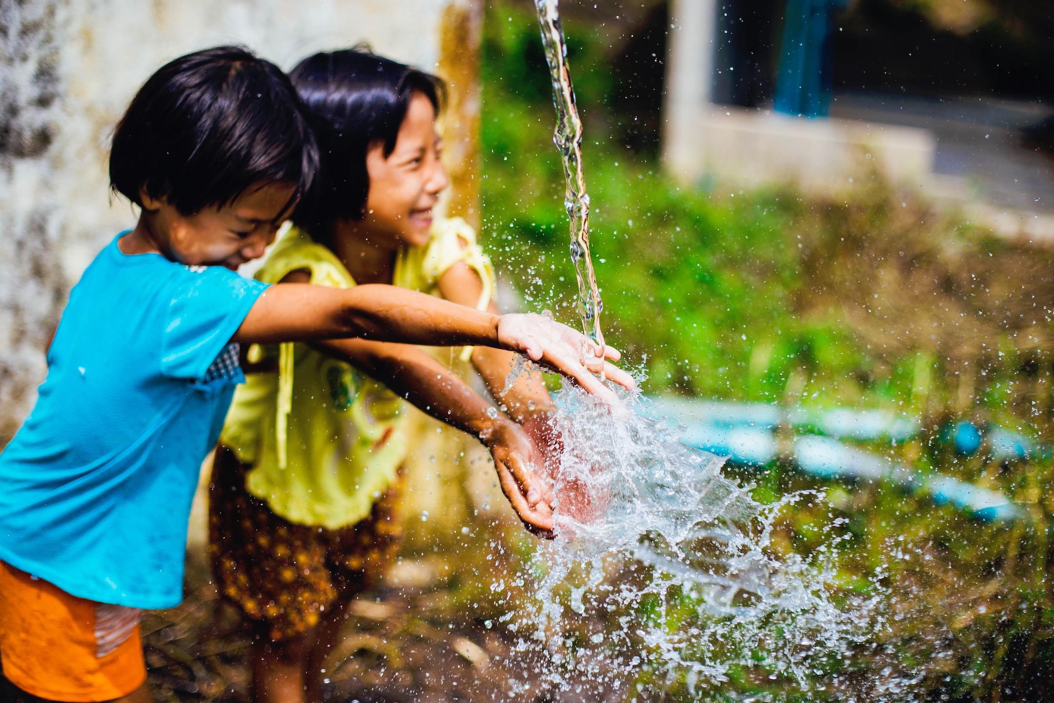 2 Children Water Splashing on Hands_pexels-photo-473408