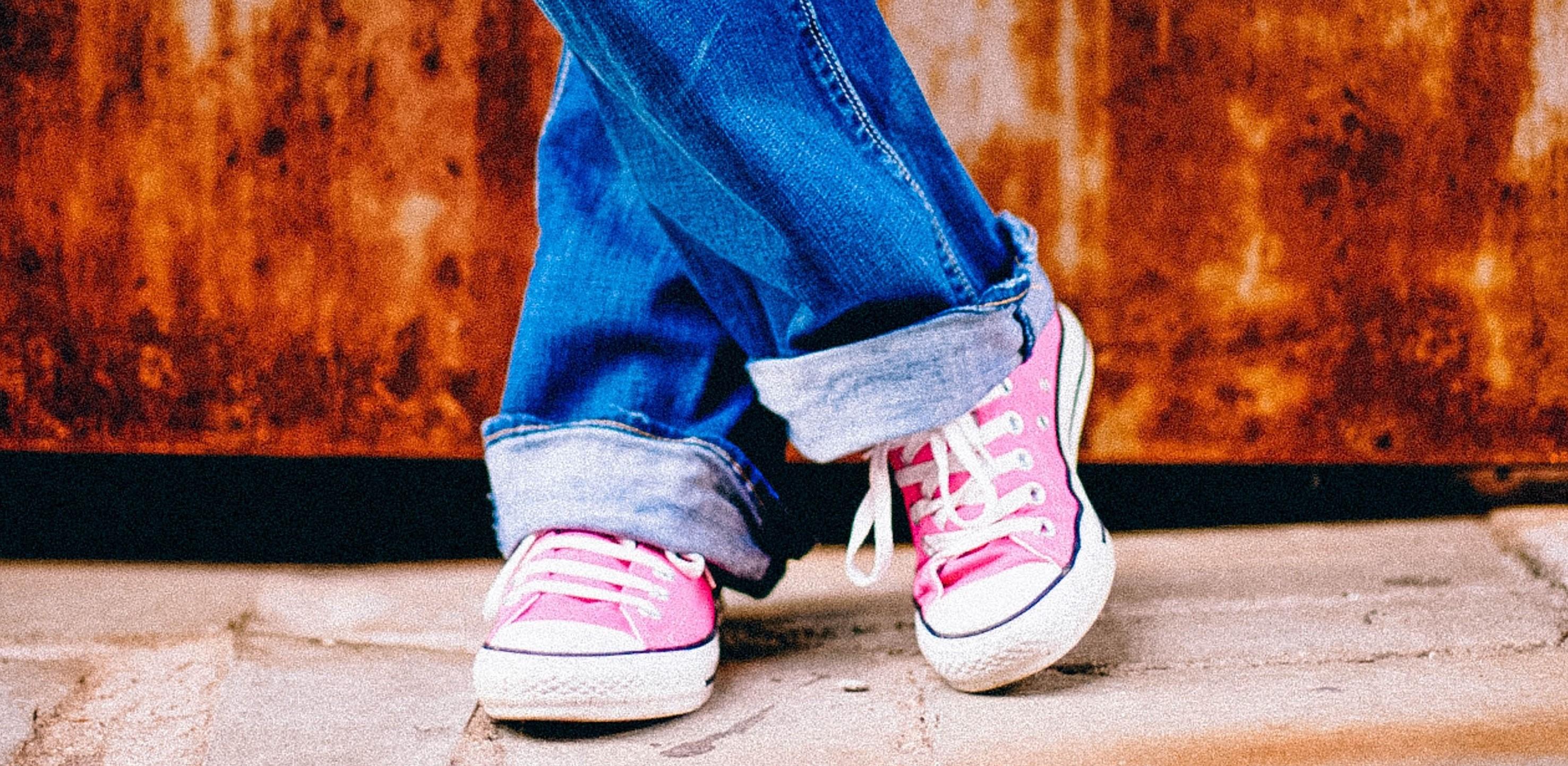 feet-legs-standing-waiting-55801_pexels_Cropped