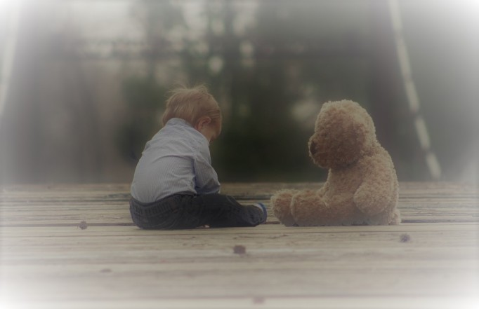 boy n teddy bear sitting on bridge_baby-623417_960_720_pixabay_edited