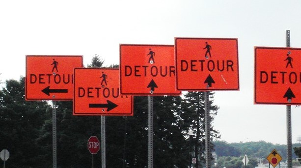 detour signs confusing-1180794_960_720_pixabay_cropped