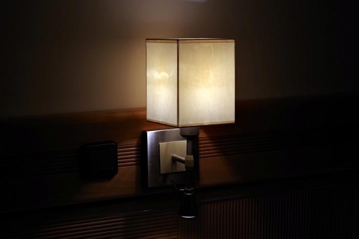 lamp light_ replacement-lamp-3133259_960_720_pixabay