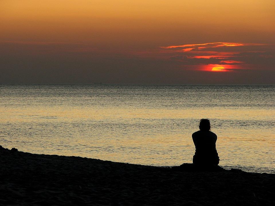 sitting waiting sea sunset-1342101_960_720_pixabay