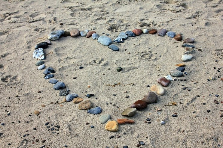 Heart made with stones_beach_by AnnaER_Pixabay